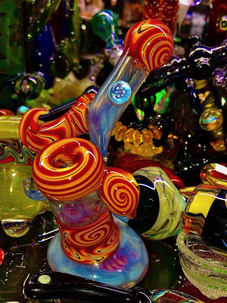 Colorfurful swirling glass bong